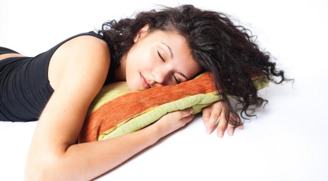 Gesunde Schlafpositionen für den Nacken und Rücken